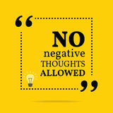 Inspirerande motivational citationstecken Inga tillåtna negativa tankar Royaltyfri Bild