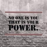 Inspirerande motivational citationstecken` ingen är dig som är din makt`, royaltyfria foton