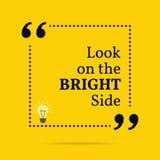 Inspirerande motivational citationstecken Se på den ljusa sidan Arkivfoton