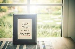 Inspirierend Zitat: Gute Sachen werden geschehen stockfotografie