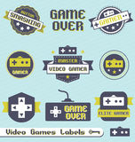 Inställd vektor: Tappningvideospeletiketter och symboler stock illustrationer