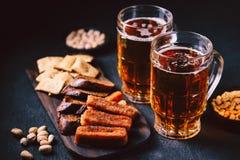 Inställda öl och mellanmål bar restaurang, stångmat royaltyfri bild