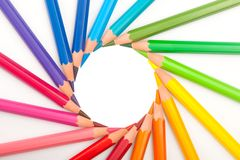 inställda färgblyertspennor shape sunen Arkivbilder