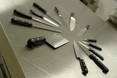 inställda kökknivar Arkivfoton