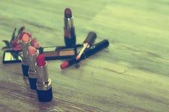 inställda skönhetsmedel med kosmetiska produkter och kosmetiska ingredienser Arkivbilder
