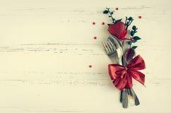 Inställning för dag för valentin` s tabble med bestick Royaltyfri Fotografi
