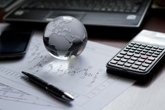 Inställning för finansiell tabell Royaltyfria Bilder