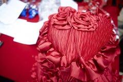 Inställning och blommor för bröllopgarneringtabell Royaltyfria Foton