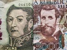 inställning till den argentine sedeln av fem pesos och den colombianska sedeln av 5000 pesos