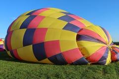 Inställning - upp ballongerna för ett morgonflyg Royaltyfri Bild