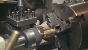 Inställning - upp utrustning för metalworking industriellt arkivfilmer