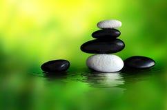 inställningen stenar zen Arkivfoton