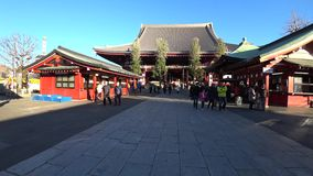 Inställningen till den huvudsakliga korridoren av den Sensoji templet, Tokyo lager videofilmer