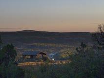 Inställningssol över Theodore Roosevelt National Park arkivfoton