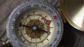Instabilt kompasspilbegrepp av ändring stock video