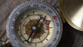 Instabilt kompasspilbegrepp av ostadighet arkivfilmer