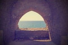 Instagram过滤器图象看法向从废墟的陆间海 免版税库存照片