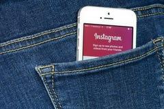 Instagram App na iPhone SE Fotografia Stock