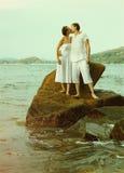 Instagram colorized des couples de vintage sur le portrait de plage Photos stock