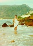Instagram colorized la fille de vintage sur le portrait de plage Image stock