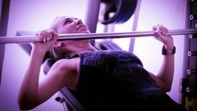 Instagram diseñó la cantidad de una muchacha que se resolvía en gimnasio metrajes