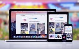 Instagram en el iPad favorable Apple del iPhone 7 de Apple mira y Macbook favorable imagenes de archivo
