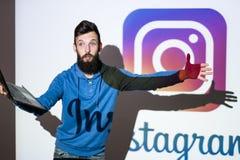 Instagram socialt nätverksfoto som direktanslutet delar Arkivfoto