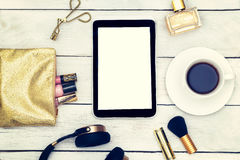 Instagram stil Modemodell med affärsdamtillbehör a Arkivfoton