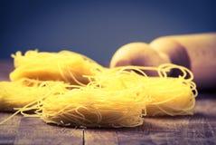 Instagram tradizionale italiano del matterello e della pasta filtrato Fotografia Stock Libera da Diritti