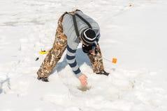 A instalação da engrenagem para a pesca do inverno Foto de Stock