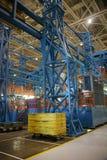 Instalação de produção aeroespacial interna imagens de stock royalty free