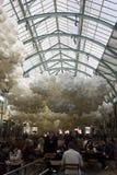 A instalação do balão da pulsação do coração no jardim de Londres Covent Imagens de Stock
