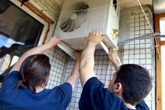 A instalação do condicionador Fotografia de Stock