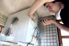 A instalação do condicionador Fotografia de Stock Royalty Free