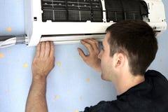 A instalação do condicionador Imagem de Stock