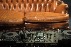 Instalação do DJ Console do misturador fotos de stock royalty free