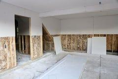 A instalação do Drywall foto de stock