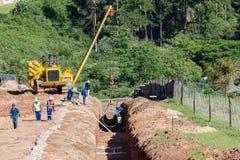 A instalação do encanamento do aqueduto da água fotografia de stock