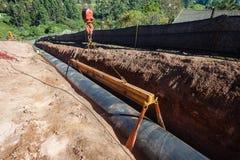A instalação do encanamento do aqueduto da água imagem de stock