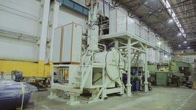 A instala??o industrial enorme A m?quina-instrumento grande Empresa industrial vídeos de arquivo