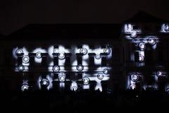 A instalação Mutis de Videomappaing por Tigrelab projetou-se na casa de Tyrs da construção histórica - fest da luz de sinal, Prag Foto de Stock