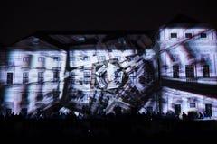 A instalação Mutis de Videomappaing por Tigrelab projetou-se na casa de Tyrs da construção histórica - fest da luz de sinal, Prag Fotografia de Stock