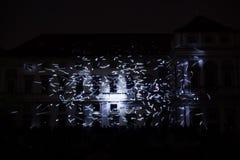 A instalação Mutis de Videomappaing por Tigrelab projetou-se na casa de Tyrs da construção histórica - fest da luz de sinal, Prag Fotos de Stock Royalty Free