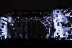 A instalação Mutis de Videomappaing por Tigrelab projetou-se na casa de Tyrs da construção histórica - fest da luz de sinal, Prag Foto de Stock Royalty Free