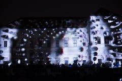 A instalação Mutis de Videomappaing por Tigrelab projetou-se na casa de Tyrs da construção histórica - fest da luz de sinal, Prag Fotografia de Stock Royalty Free