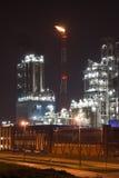 Instalação petroquímica na noite Imagens de Stock
