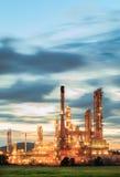 Instalação petroquímica na silhueta Foto de Stock Royalty Free