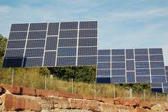 A instalação Photovoltaic dos painéis Fotos de Stock Royalty Free