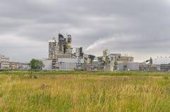 A instalação química no meio da natureza Fotografia de Stock