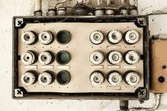 A instalação velha da eletricidade foto de stock